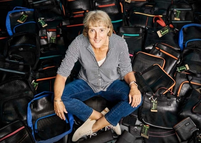 Angela tussen de tassen